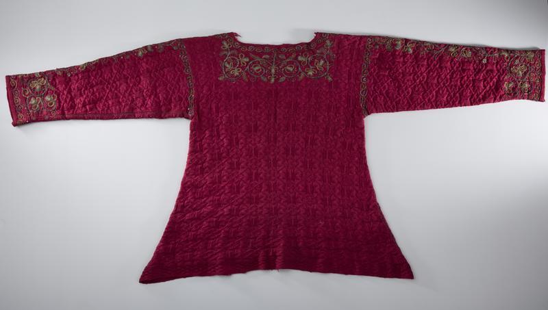 Detalj av nattrøye i silkegarn, 1600-tallet. (Foto/Photo)