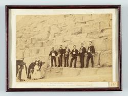 Korvetten FREJAS musiksextett 1890 vid pyramiderna