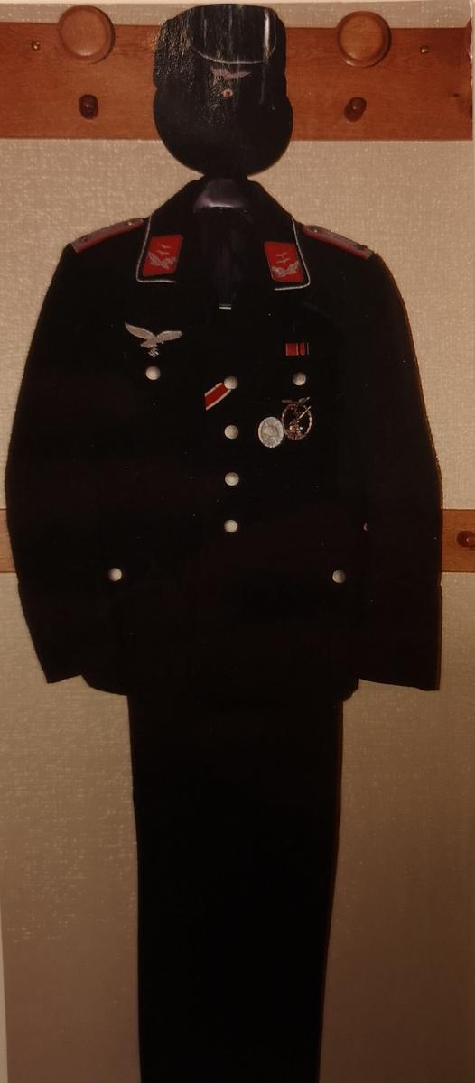 Uniformen er en gave fra fru Gisela Majewski, via prof. Ernst-H Rubsam, bad Hersfeld, Tyskland.