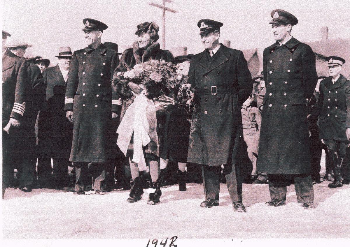 """"""" Camp Norway"""", Lunneburg, Nova Scotia,  1942.  Kronprins Olav og Kronprinsesse Martha  på besøk. Orlogskaptein og sjef Findsen på Kronprinsessens høyre side."""