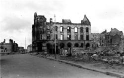 Tandberggården i Storgata i ruiner etter bombingen 27.mai 19
