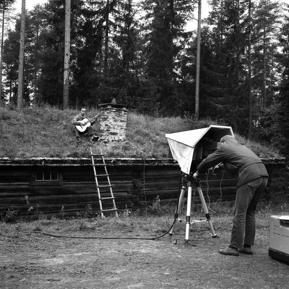 Vidar Sandbeck på taket med kameramann (Foto/Photo)