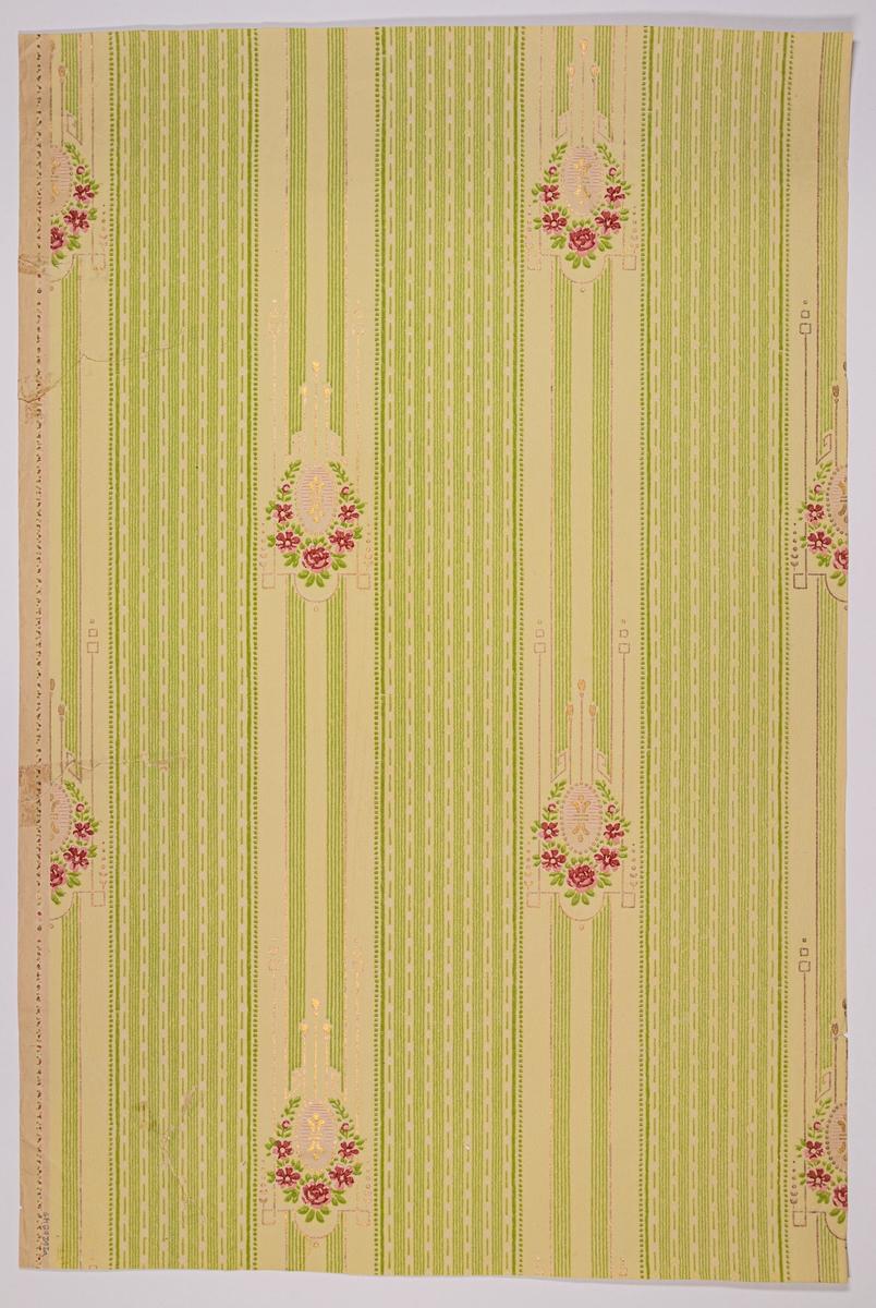 Vertikalt randmönster med wienerjugendornamentik i diagonalupprepning. Tryck i guld, gulgrönt, rosa och rött på en gul bakgrund. Ofärgat papper.