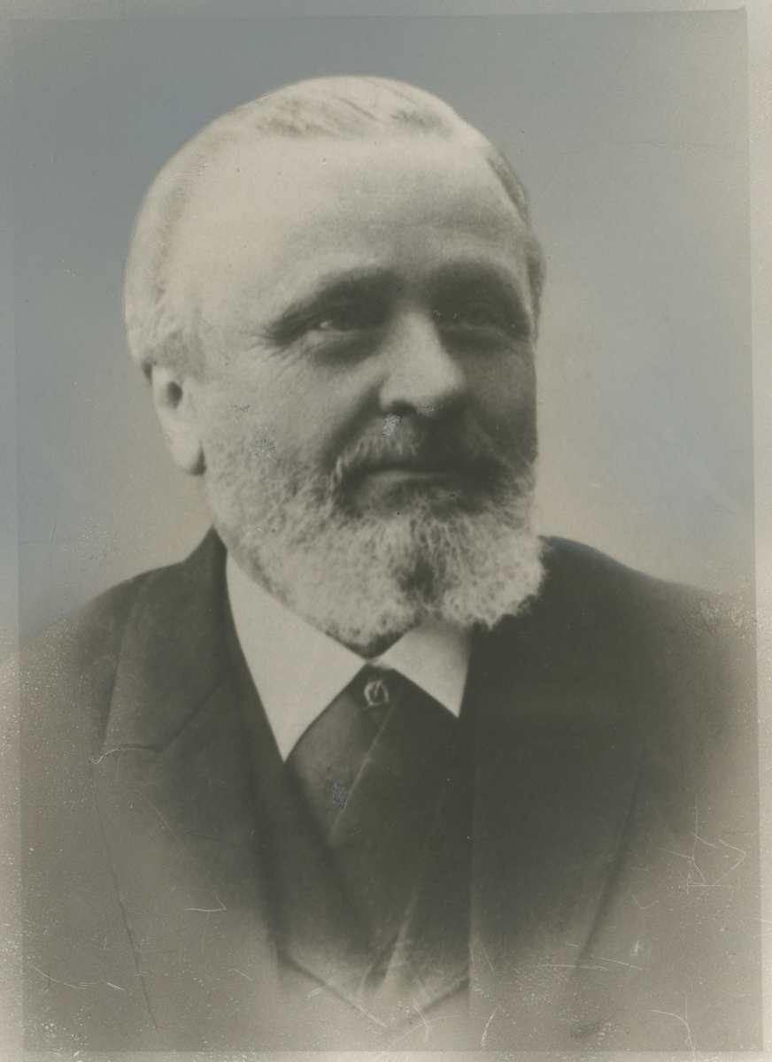 Portrettfoto av Hans Jørgen Motzfeldt Birch (1830-1910), politimester i Moss 1881-9.