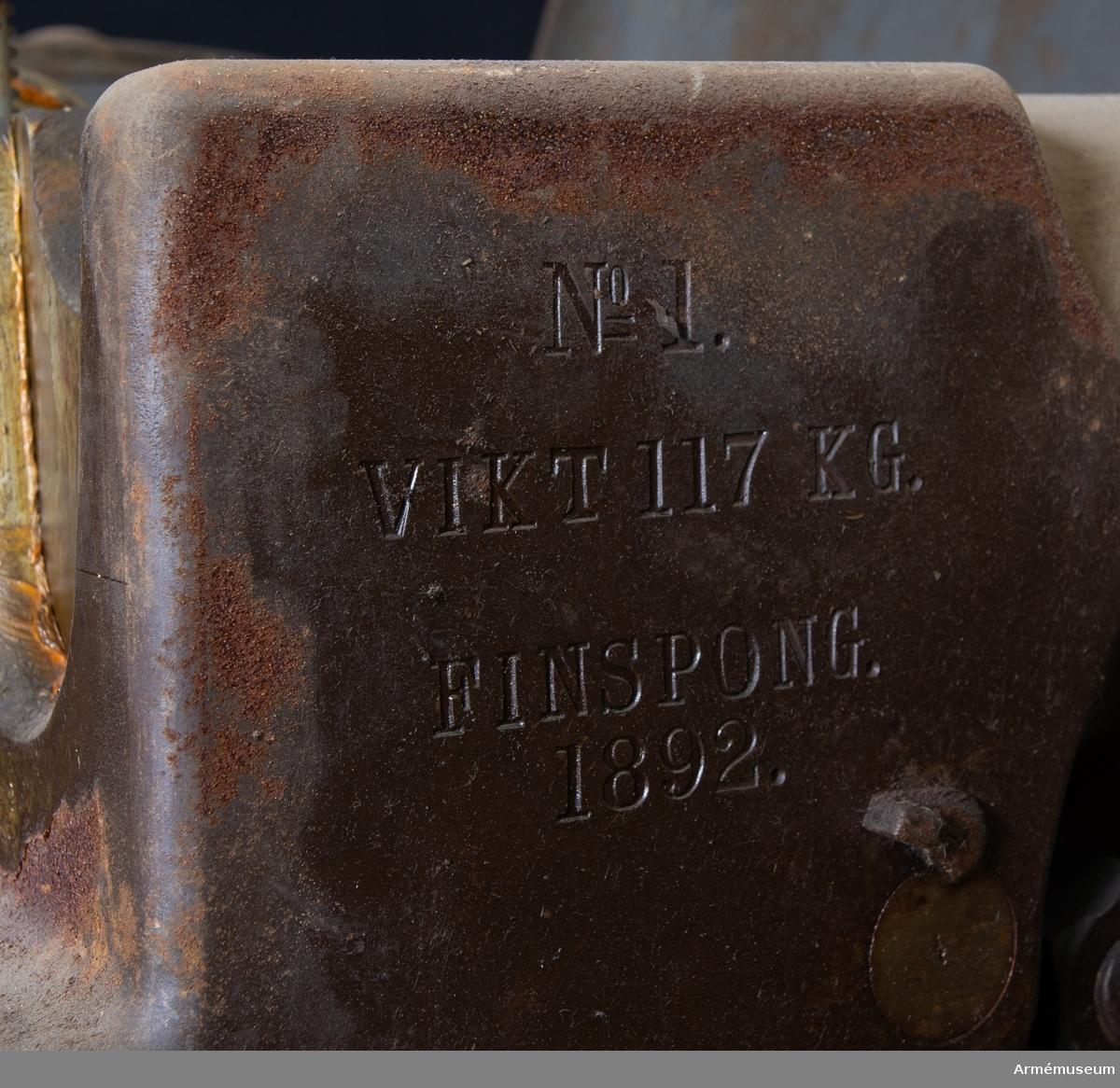Grupp F I. Eldrör till 5 cm kanon fm/1892. Provskjuten 1892. Senare kallad 47 mm snabbskjutande kanon m/1892. Tillverkningsnummer 1. 37 mm kanon, batteri no 5, Finspång 1892.