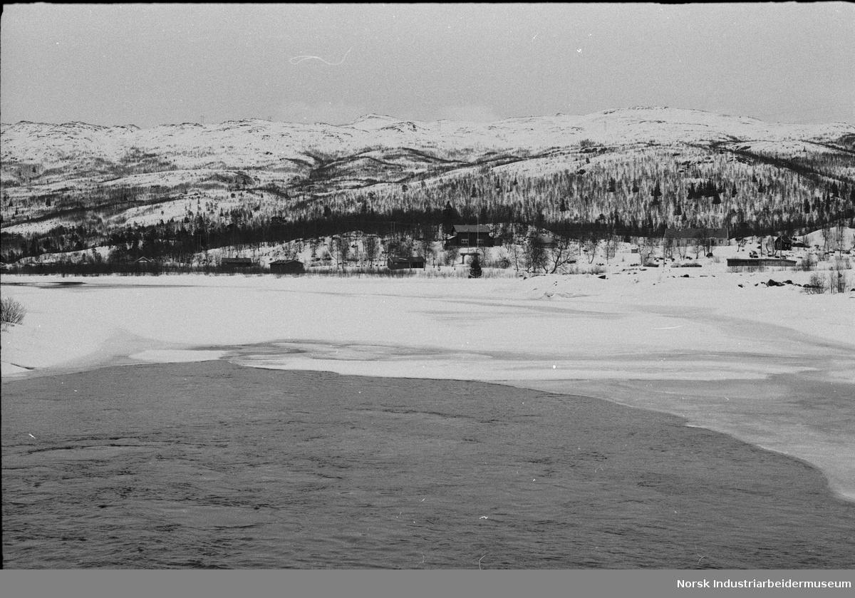 Hytter ved vannet på Frøystul.