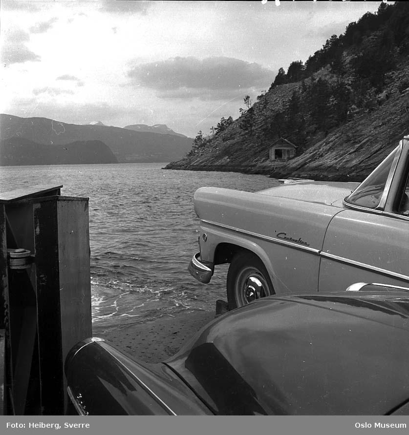 ferge, biler, fjord, berg, naust, fjell