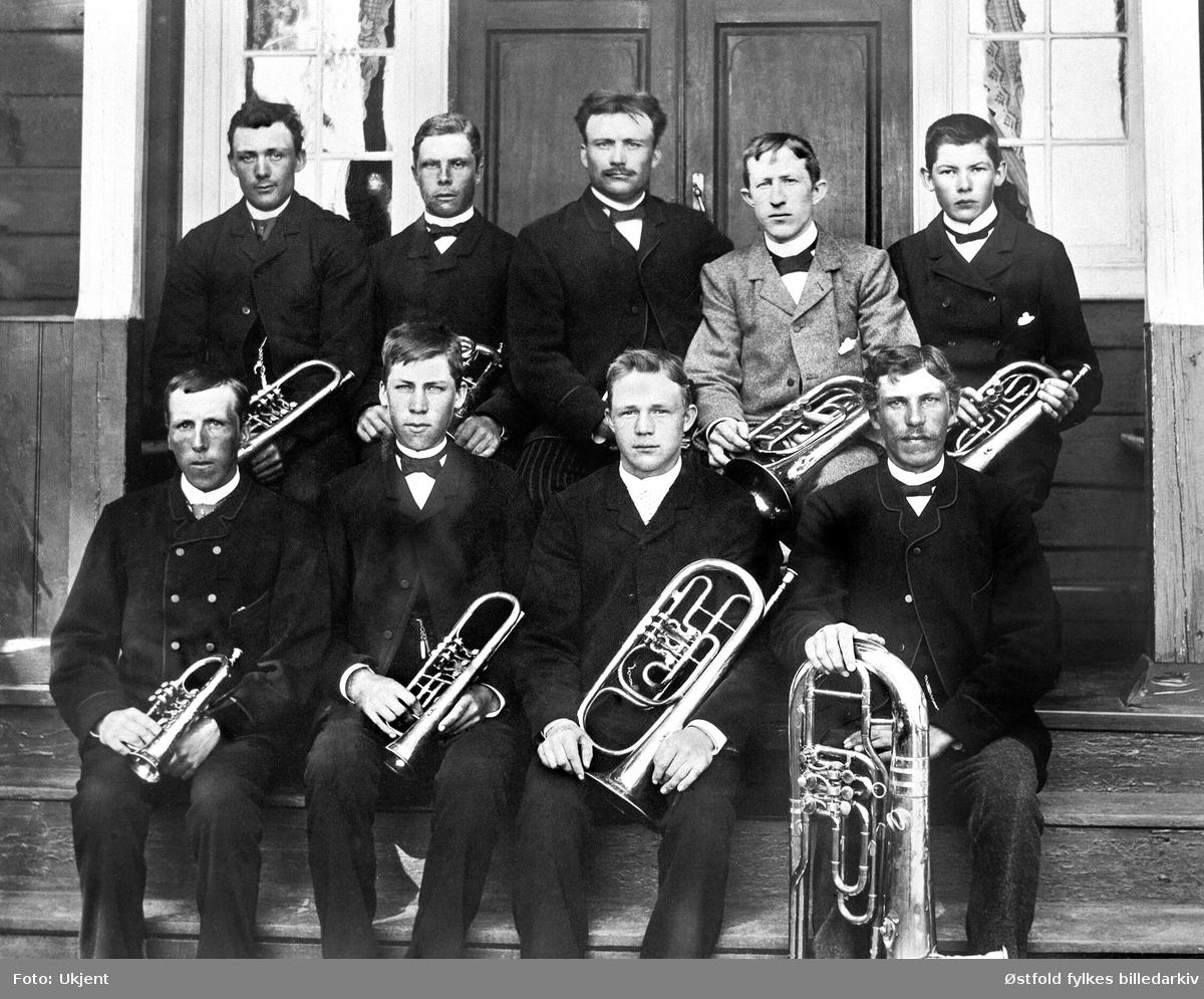 Råde hornmusikk ant. 189-tallet. Første  rekke fra venstre:  Nr. 2: Ole Lundeby (far til eier  av fotografi) Andre rekke:  Nr. 3: Paul Lundeby.