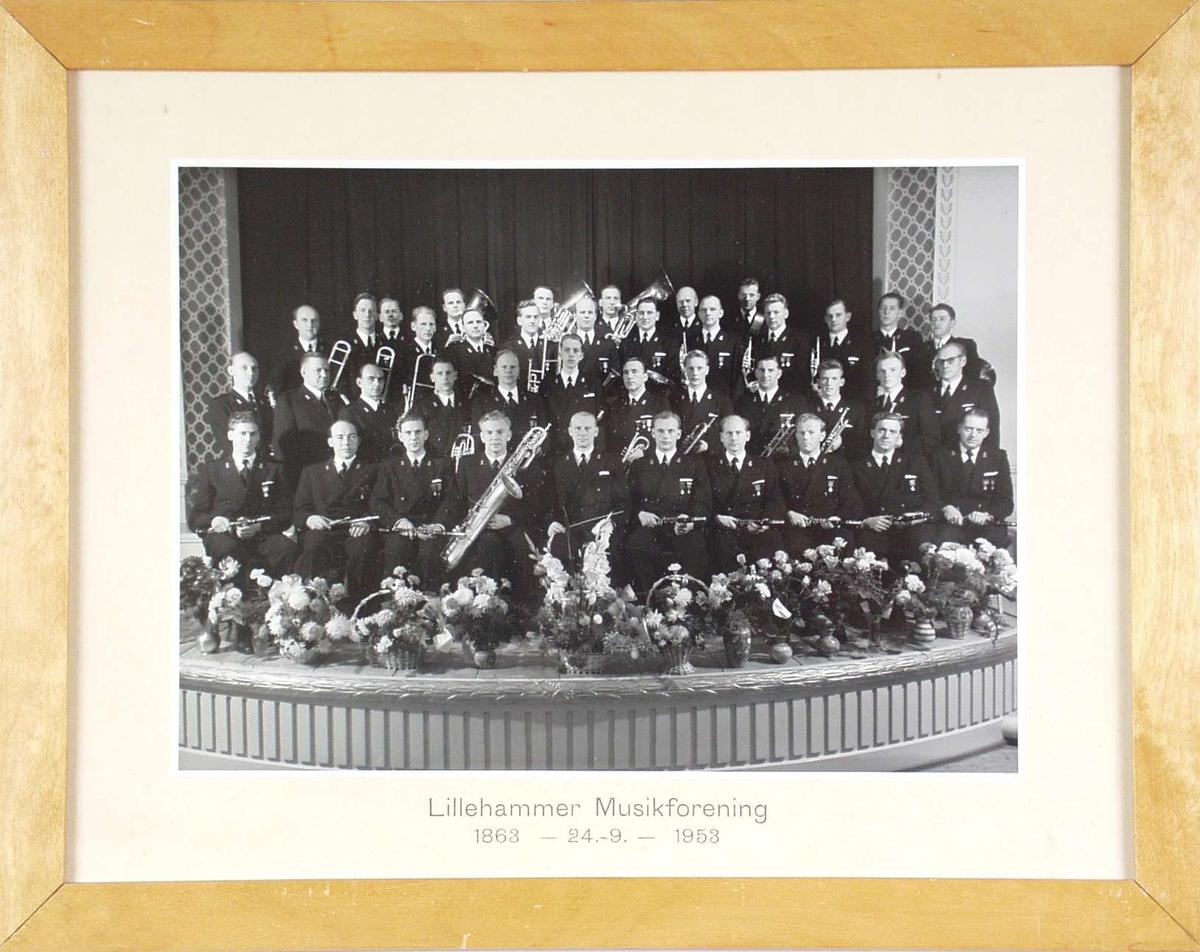 Gruppebilde av Lillehammer Musikforening i 1953.