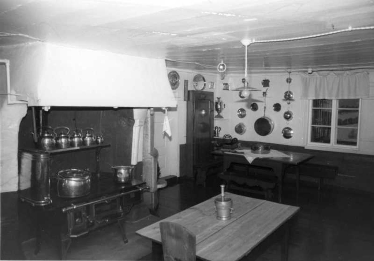 Aulestad, interiør, kjøkken, kjøkkenbord, mortel, ovn,