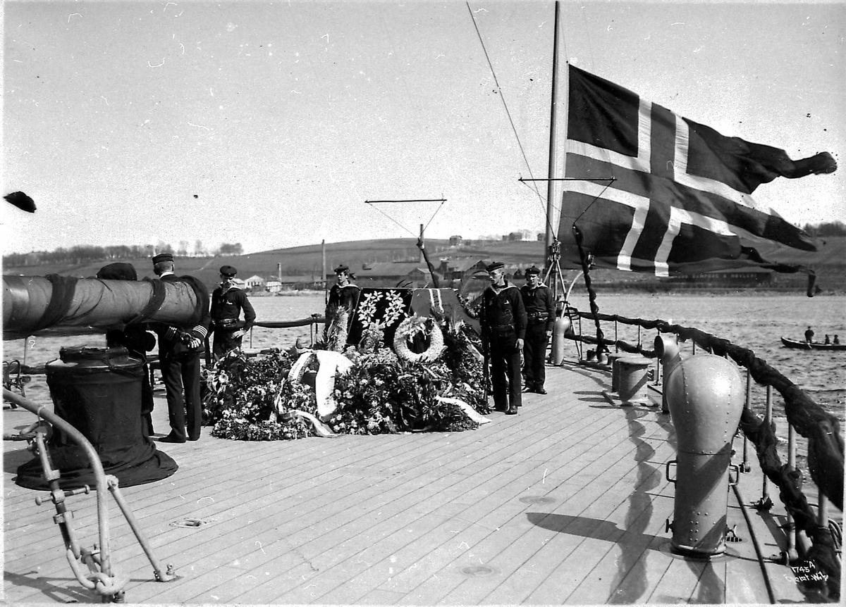 Panserskip, Norge, flagg, båre,