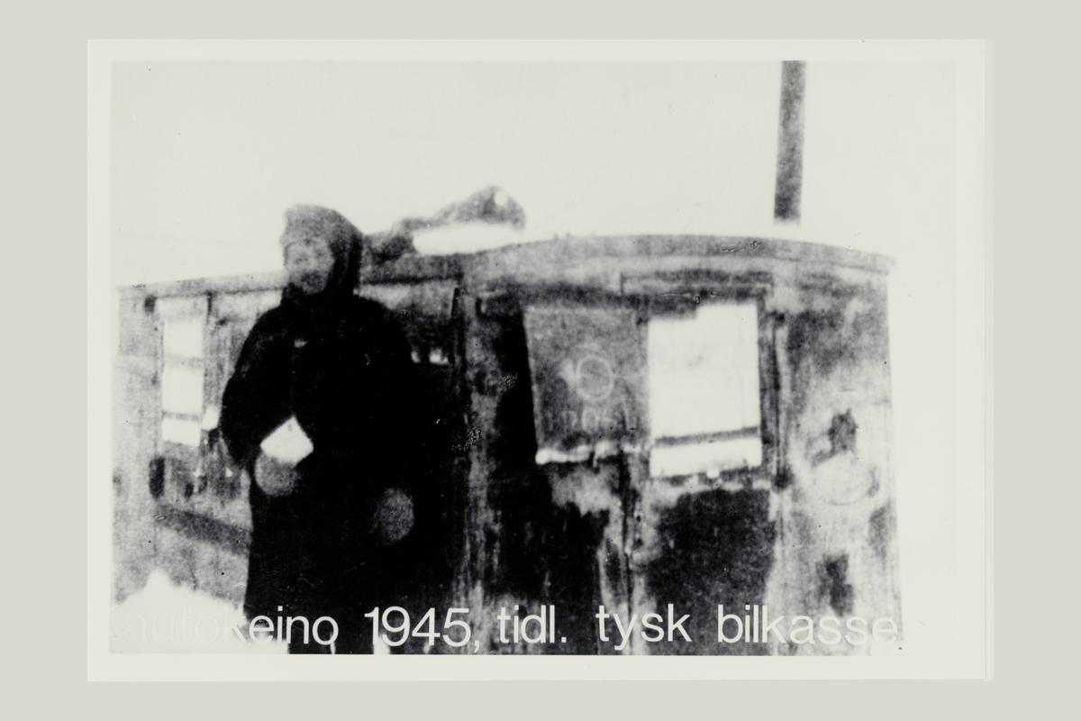 eksteriør, poståpneri, 9520 Kautokeino, postskilt, mann, tysk bilkasse
