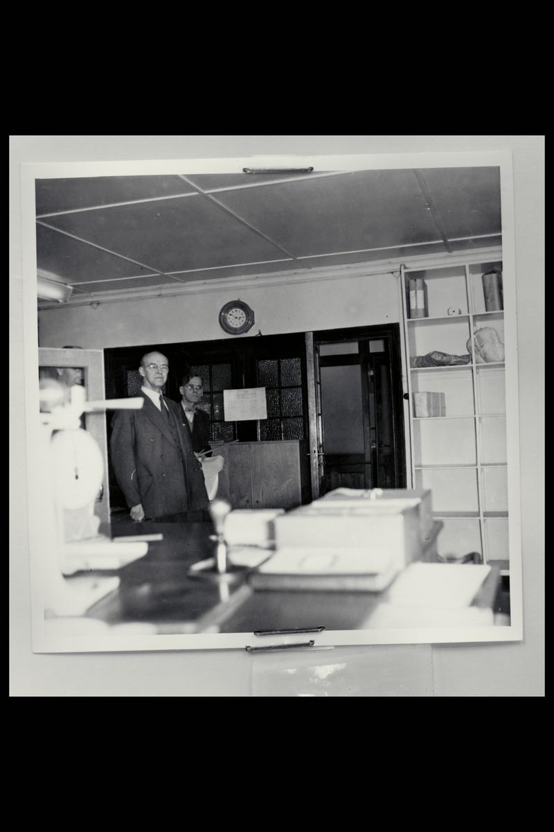 interiør, postkontor, 2800 Gjøvik, menn