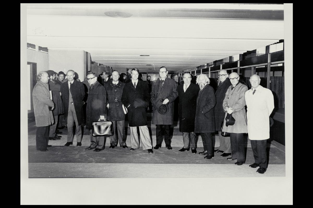 interiør, Oslo postterminal, postgiro, kontraktsinngåelse, Ragnvald Rustung Bru, menn