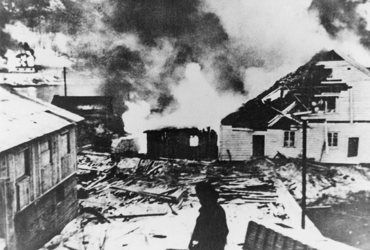 krigen, 2. verdenskrig, Måløyraidet 27. desember 1941, person, brann, Måløy brenner, ødelagte hus