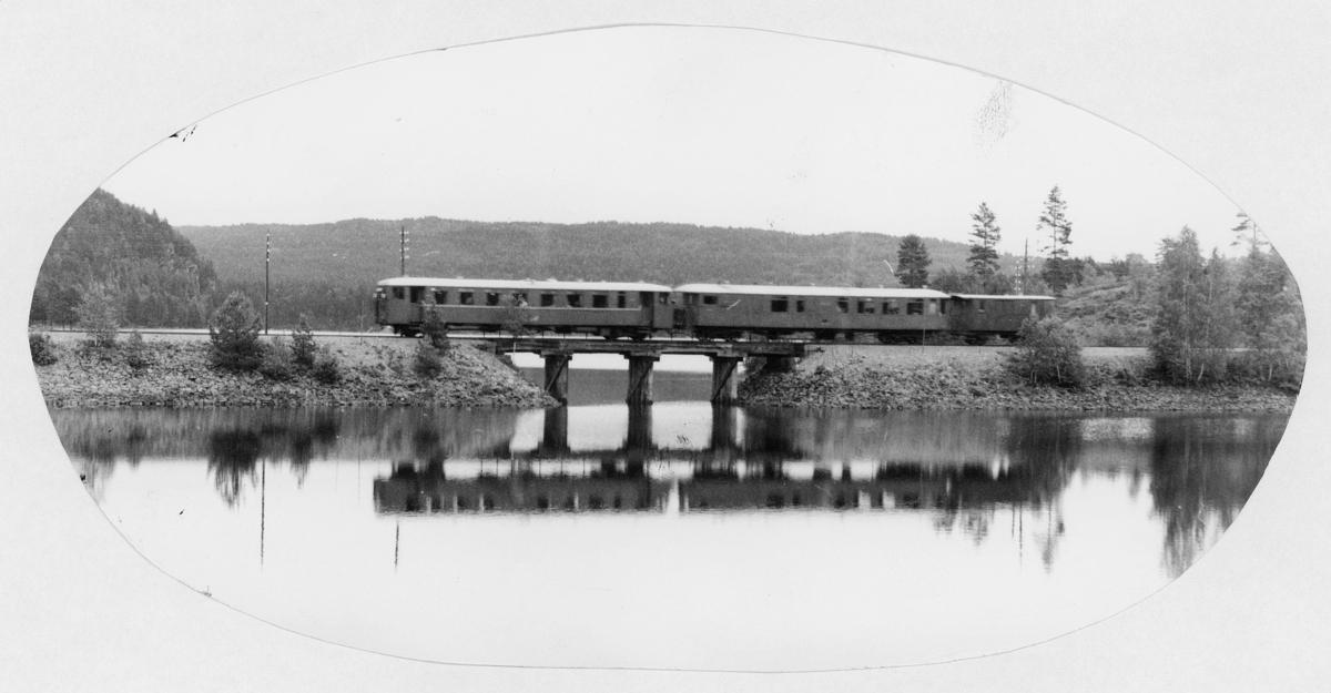transport, tog, over en bro