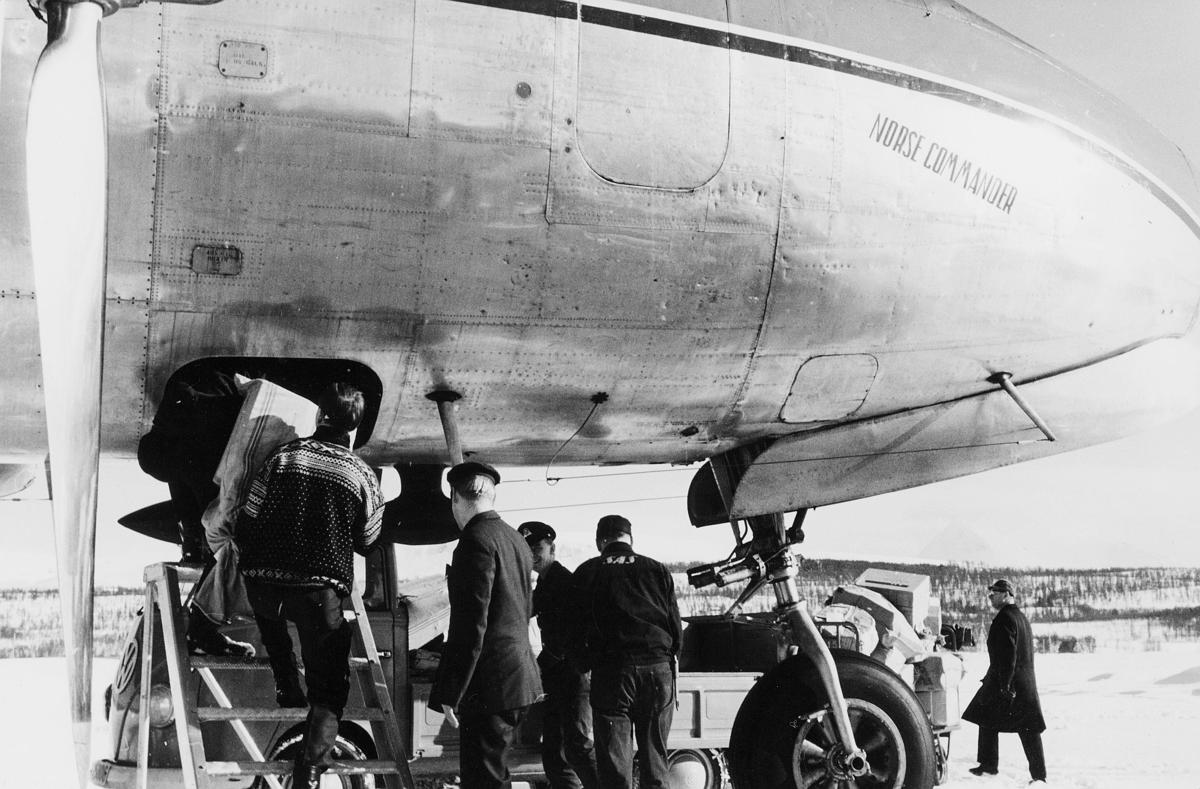 transport, fly, eksteriør, Tromsø, Norse Commander, på bakken, lasting, menn