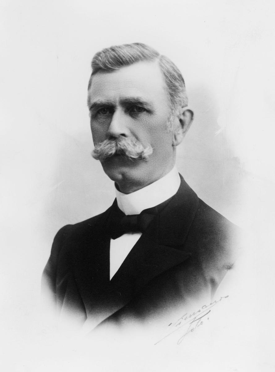 portrett, postmester, Sigvald August Olsen