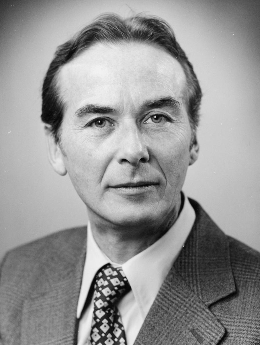 postsjef, Haugan Einar, portrett
