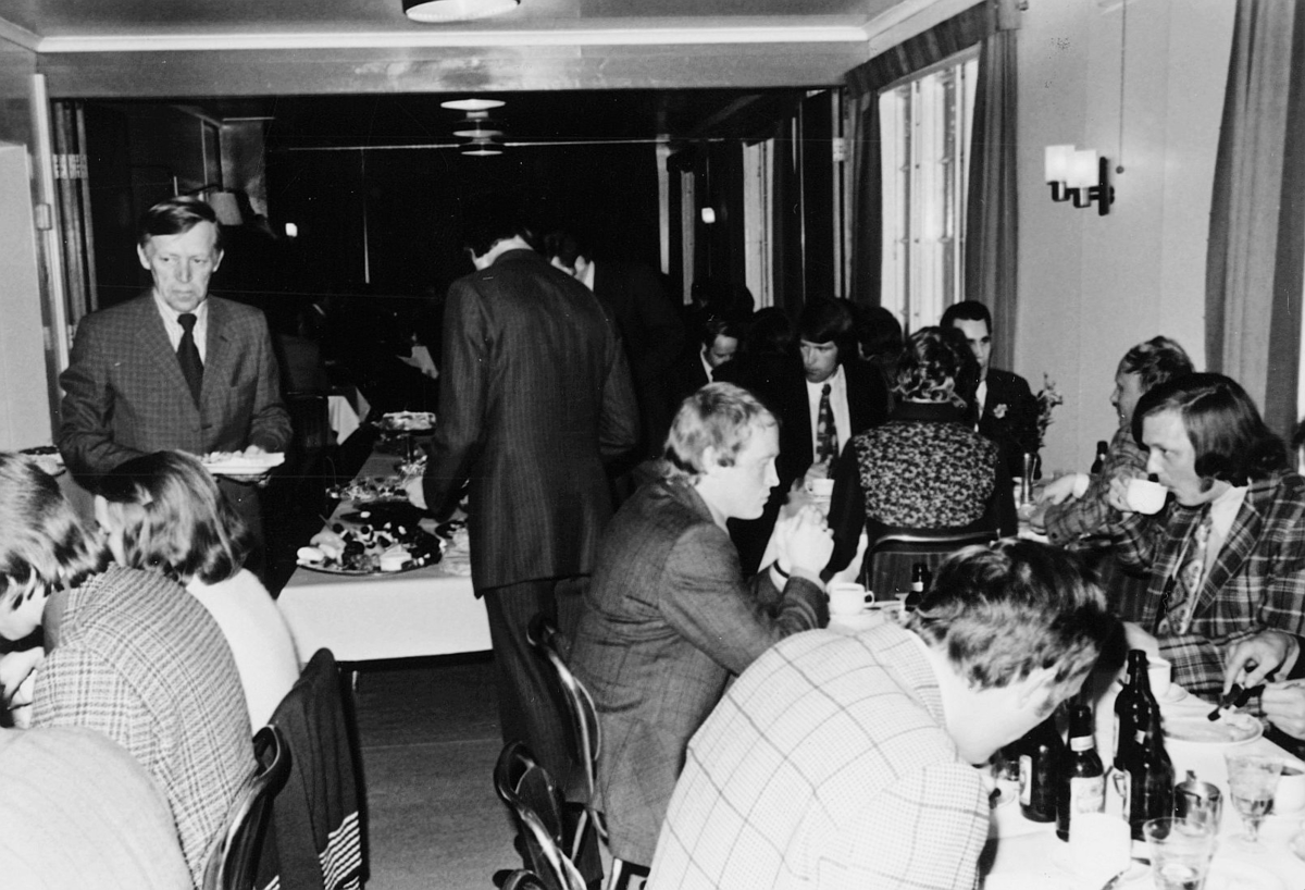 postskolen, Sjøstrand bad, april 1974, interiør, bevertning, fest