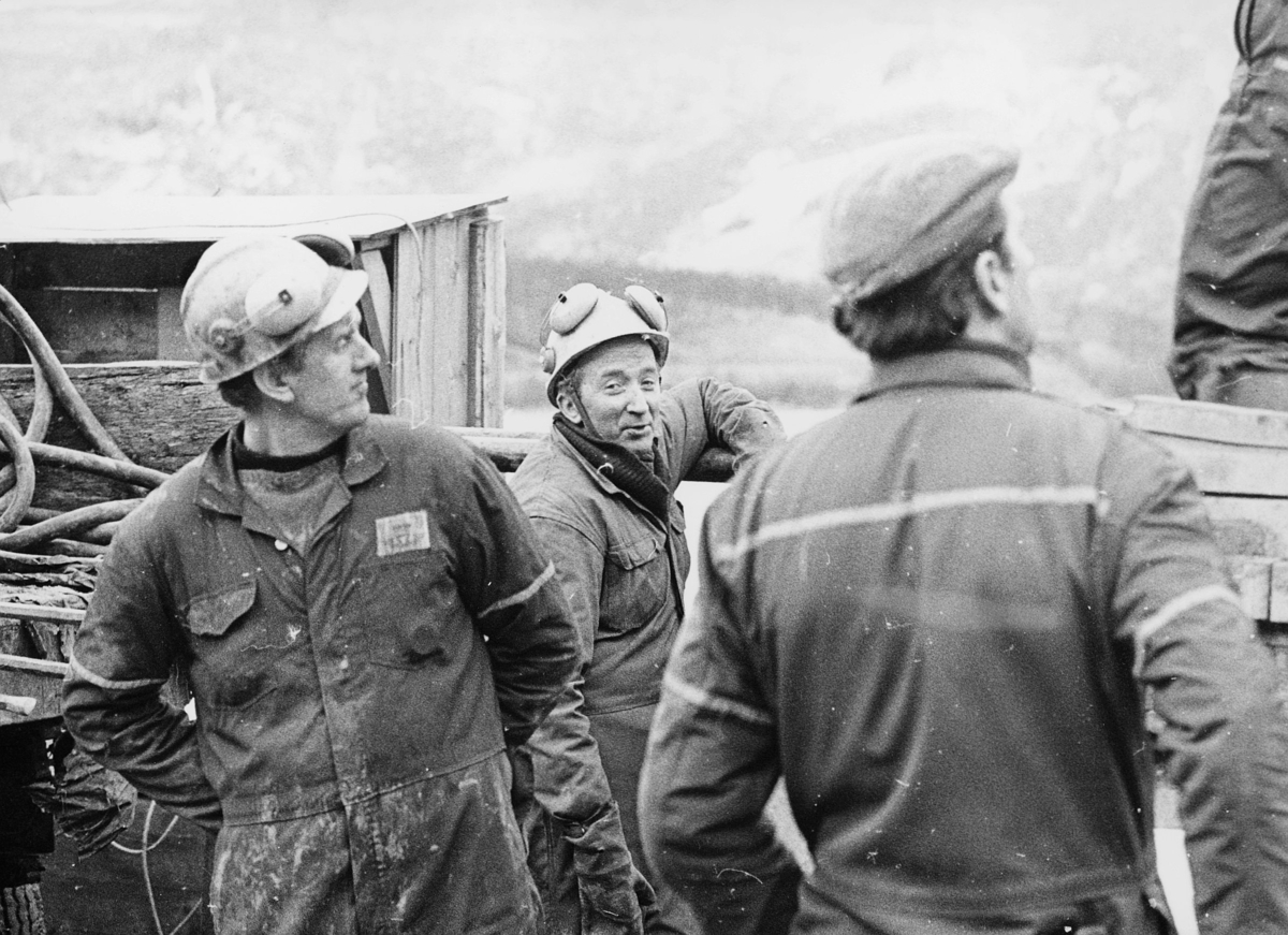 norgesbilder, 8230 Sulitjelma, tunnelarbeide, tre menn