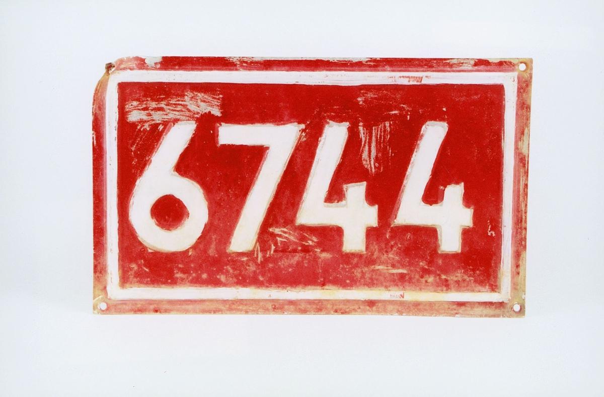Postmuseet, gjenstander, skilt, stedskilt, nummerskilt, 6744 Barmen.