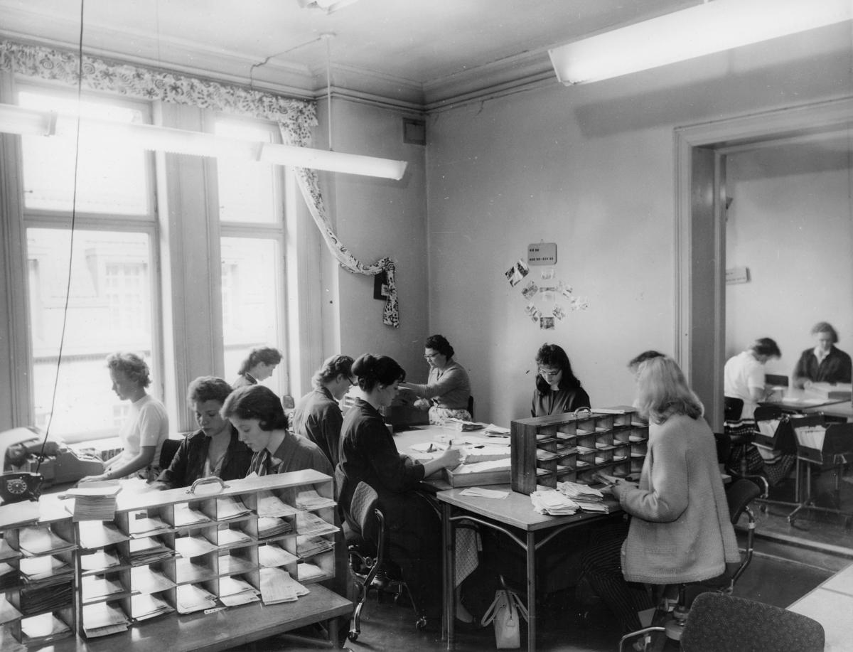 postgirokontoret, Oslo, Kirkegt. 20, interiør, postering, kvinner