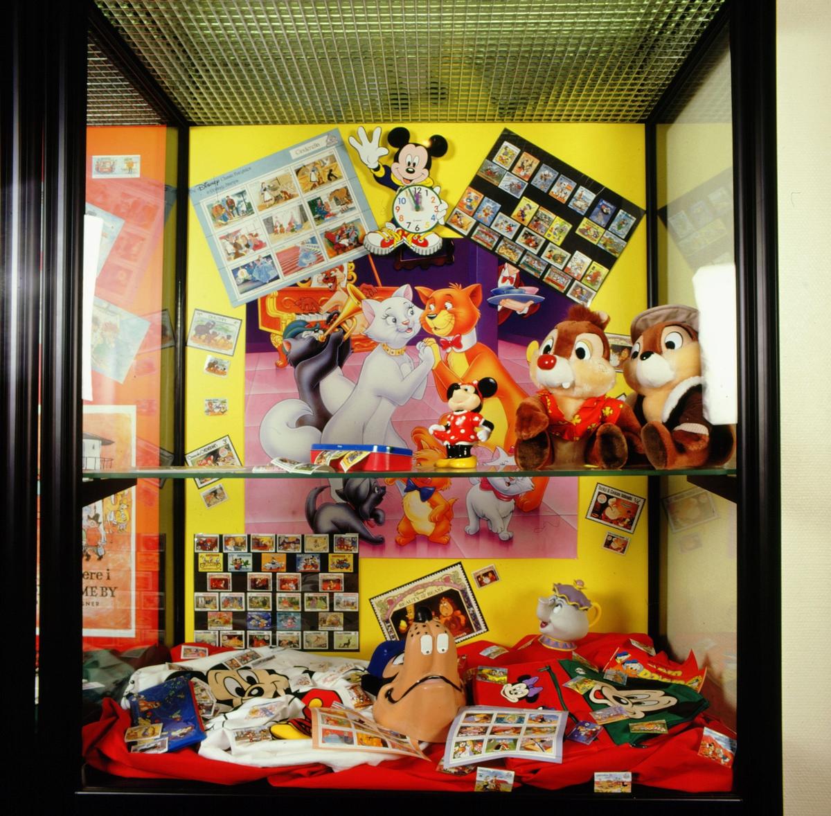 postmuseet, Kirkegata 20, utstilling, frimerker, tegneseriefigurer i monter og på frimerker