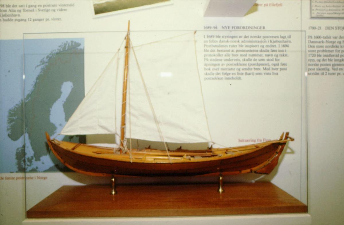postmuseet, utstilling, gjenstander, båtmodell, seksæring fra Fusa