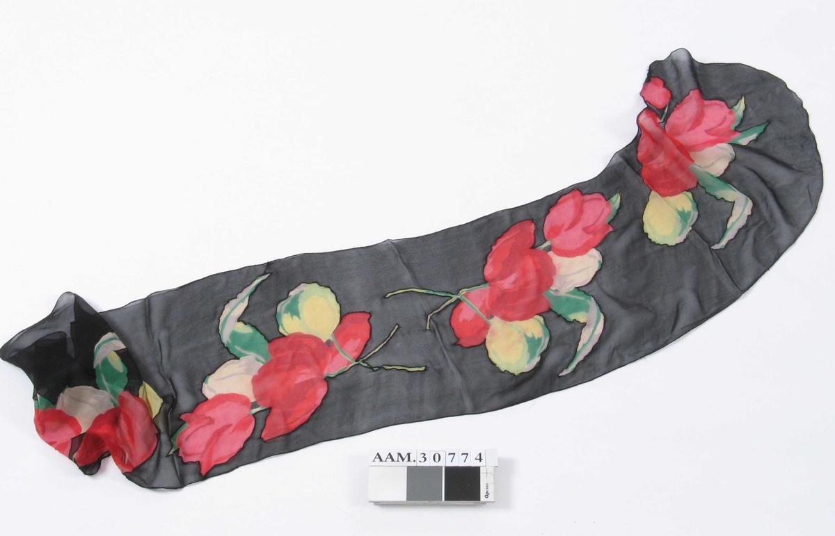 Tulipaner nederst på kjolen og på sjal.