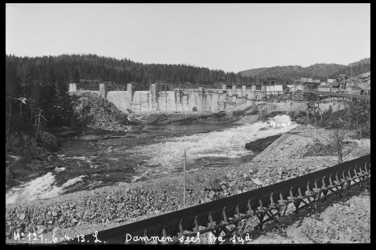 Arendal Fossekompani i begynnelsen av 1900-tallet CD merket 0565, Bilde: 2 Sted: Haugsjå Beskrivelse: Fra rett syd bak tømmerrenna