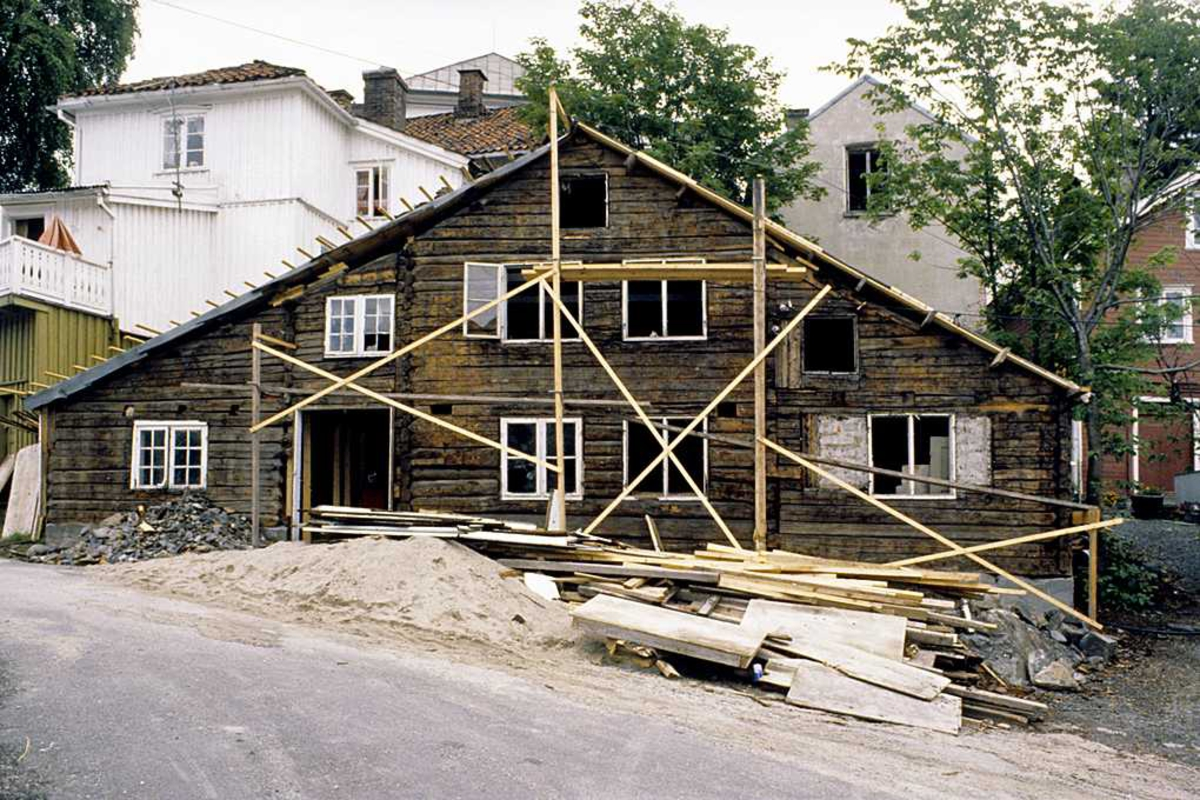 Gavlhus på Tyholmen under ombygging/restaurering. 225C 1978