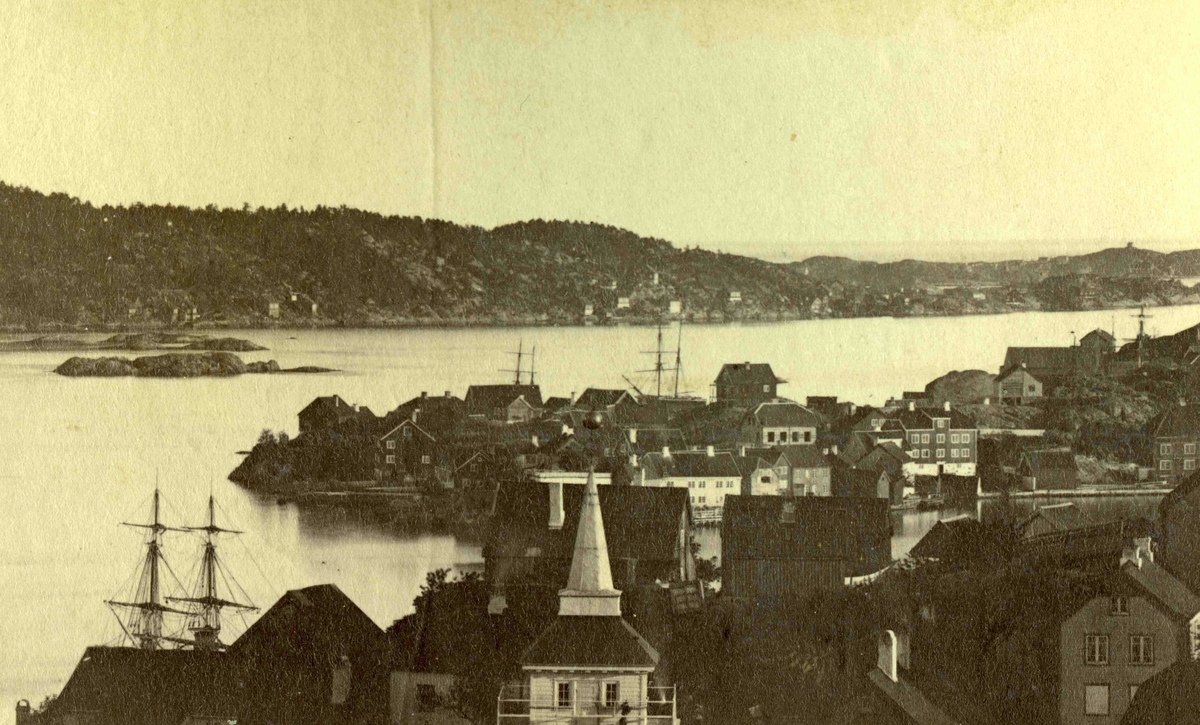 Fra John Ditlef Fürst fotoalbum. Galtesund. Oversikt ovar Arendal sentrum. Foto nr 74 -  AAks 44 - 4 - 7