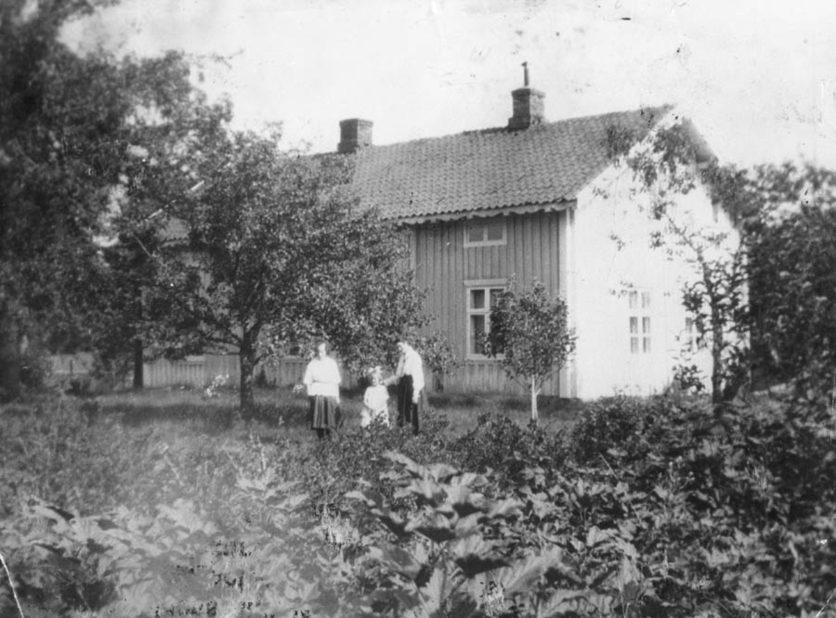 Margit Isaksen, Karen Nordby, Antonie Nordby.