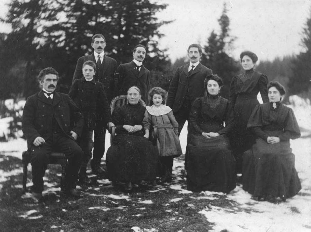 Gruppe på Øvre Hjulstad