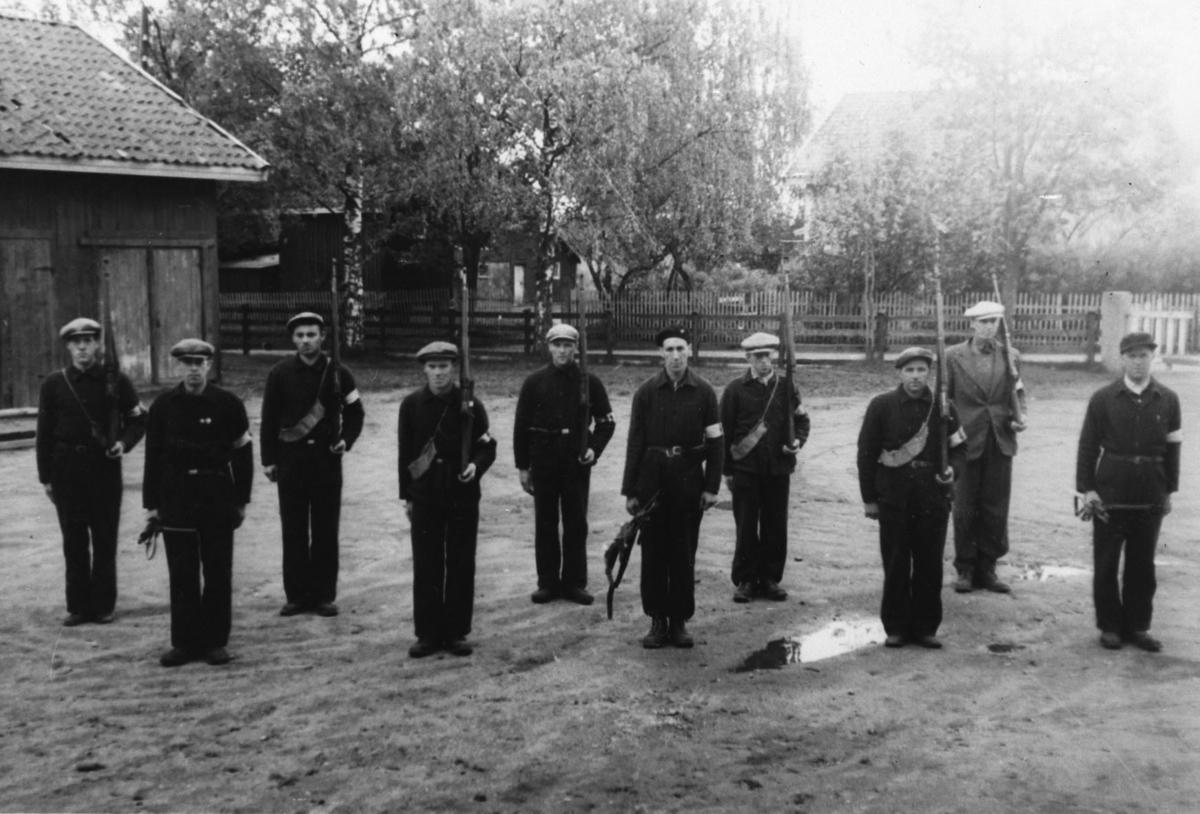 Vakthold ved Jessheim skole. 3. tropp har vakt over NS-folk.