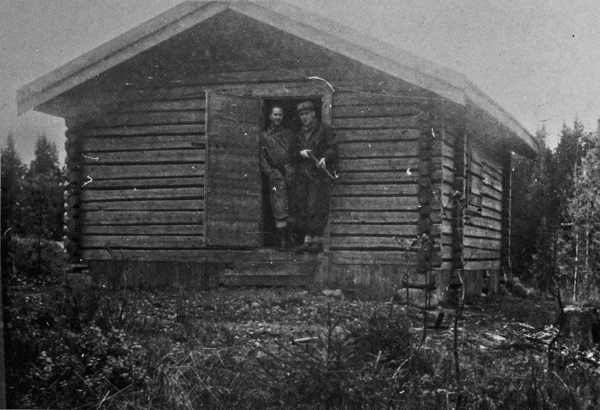 2 fra Hjemmestyrkene. Det var ca. 150 hytter i Eidsvoll som kunne brukes til skjulested under krigen, evt. evakuering.