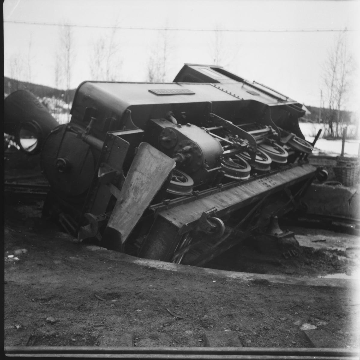 Lok 5 Bjørkelangen har veltet på svingskiven på Bjørkelangen, Årsaken var teleløsning; kongesteinen hadde endret posisjon.