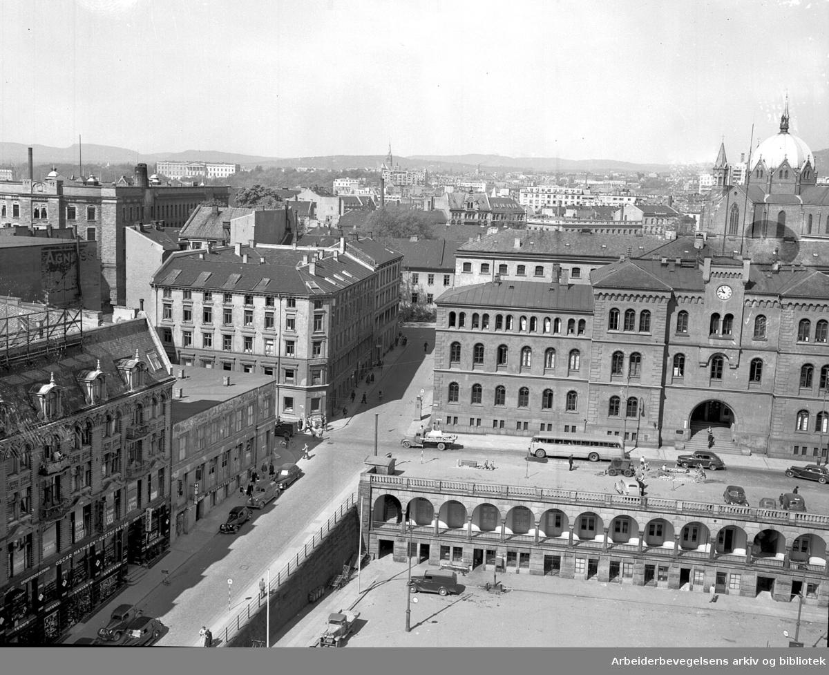 Youngstorget med Eva Kolstads gate og Møllergata, 1949-52.