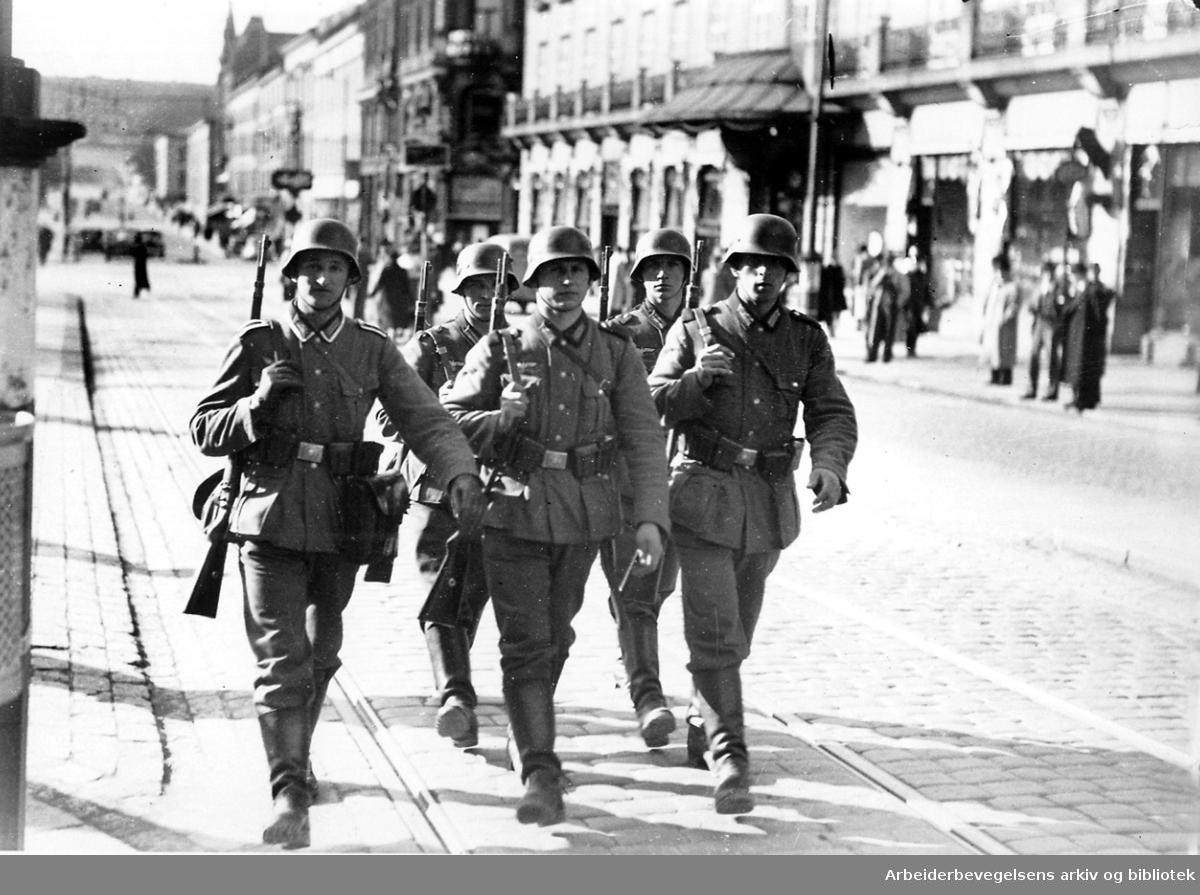 Tyske soldater på Karl Johans gate, .april 1940