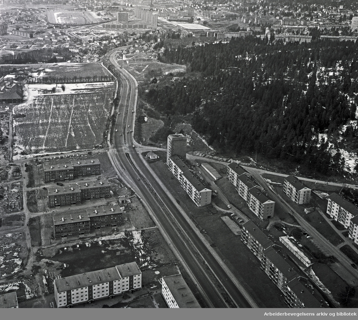 Flyfoto over Linderudsletta,.april 1964