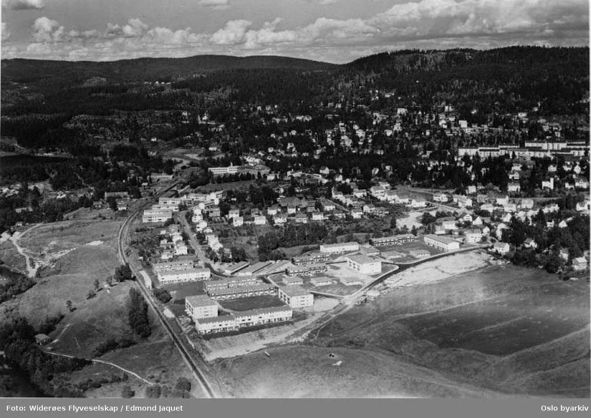 Kjelsås, Akerselva, Sømveien, Hesteskoen, Neptunveien, Kjelsås skole (Flyfoto)