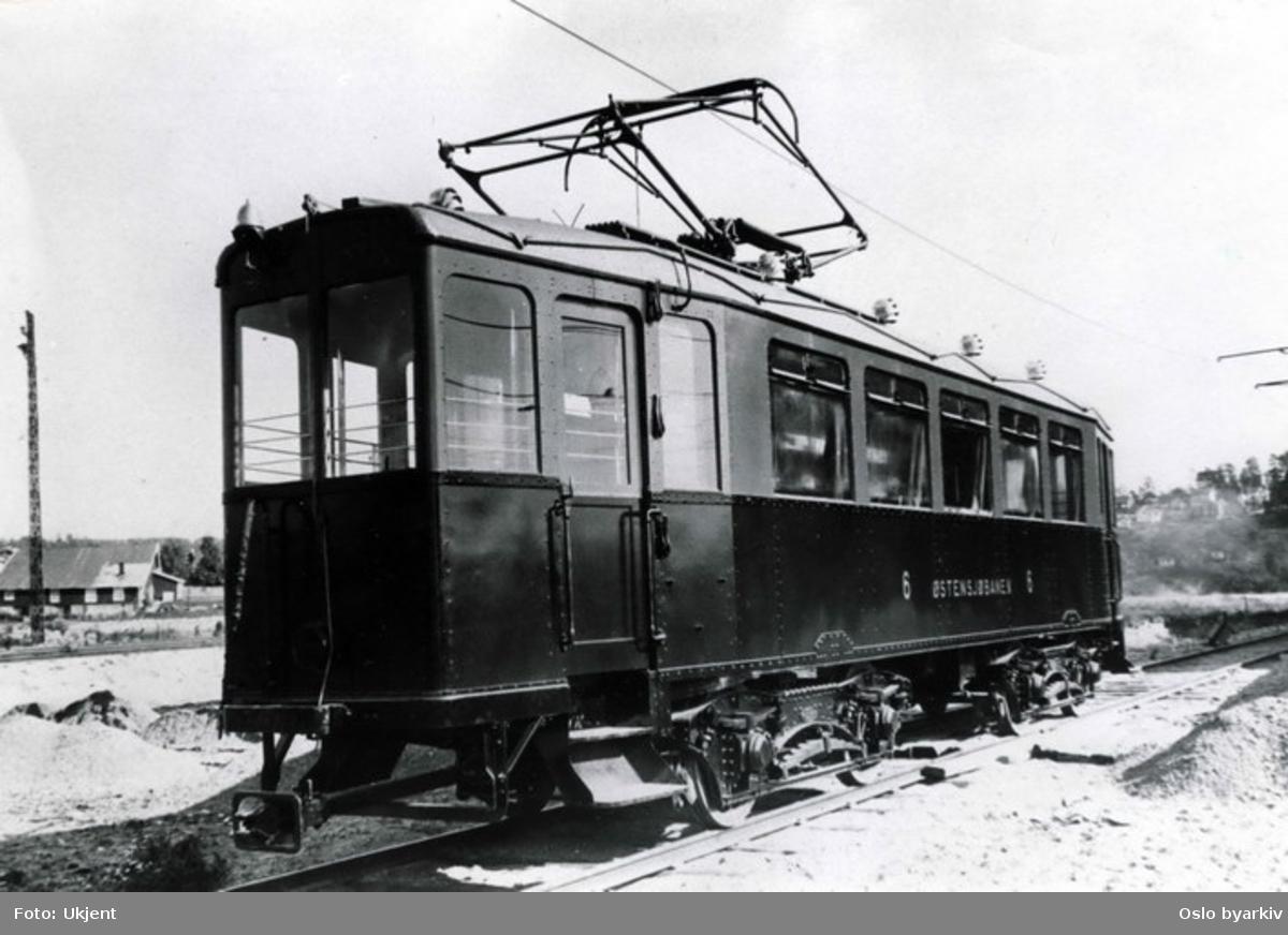 Linje 6 Østensjøbanen. A-vogn, produsert av SSW/van der Zypen & Charlier. Levert til både Østensjøbanen og Bærumsbanen. Disse var bygd etter tyske forbilder, og var store og tunge. Vognene var solide og sterke, men hadde lav toppfart og dårlige bremser, og var foreldede allerede fra leveransen. Innredningen var upraktisk med trange plattformer og høye trinn. I 1939 utrangerte Bærumsbanen sine vogner. De siste ble tatt ut av persontrafikk i 1958. Flere av dem fikk et langt liv som arbeidsvogner.