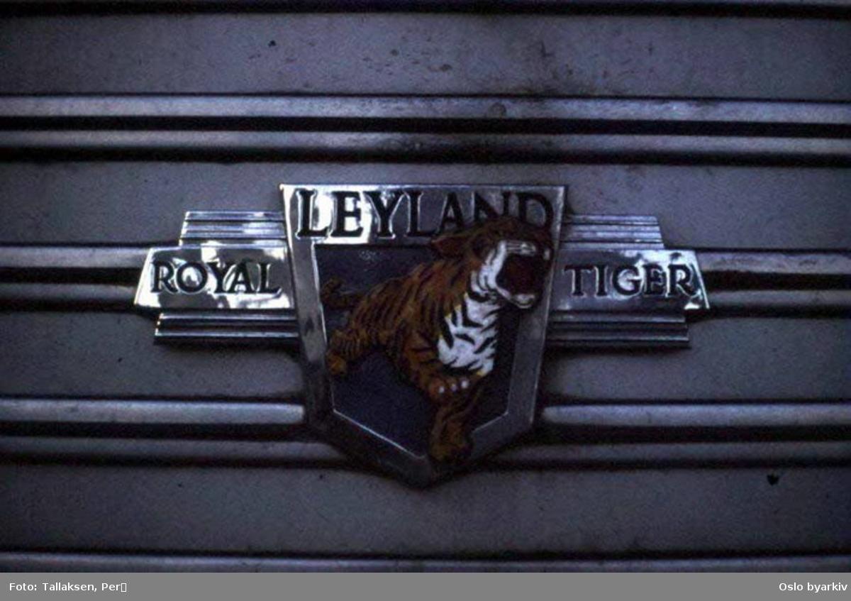 """Oslo Sporveier. Leyland Worldmaster bumerke """"Royal Tiger"""", satt på alle Sporveiens Leyland-busser A-15700-729 og 901-999."""