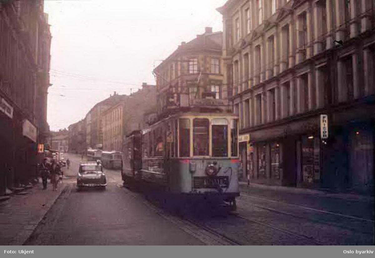 Oslo Sporveier. Trikk motorvogn 91 type SS lang linje 6, Etterstad-Majorstuen, her i Schweigaards gate ved Oslo gate.