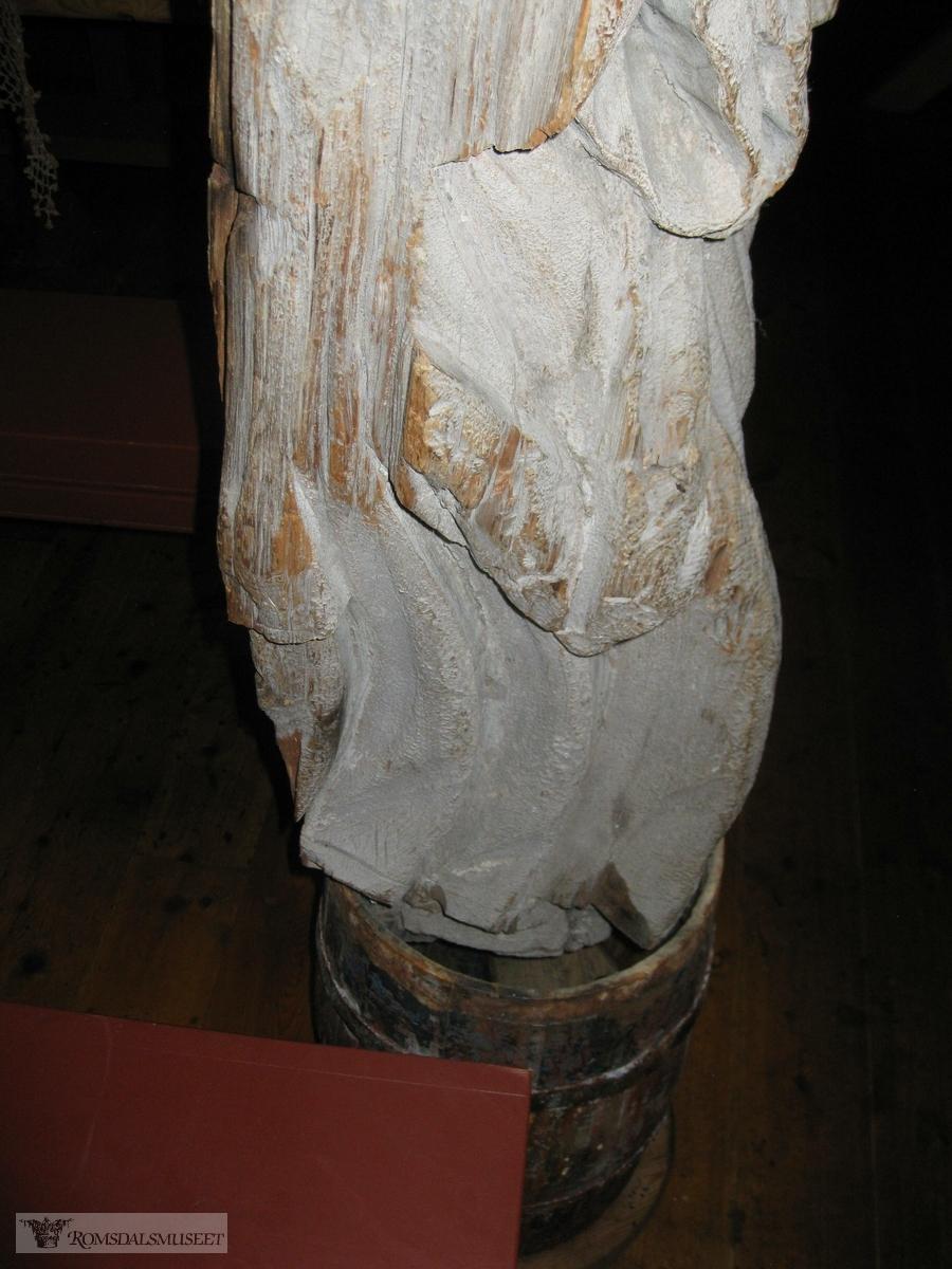 Gallionsfigur funnet på Horrem Aukra. Reg nr 413. Den drev i land på Horrem på Gossen, ukjent når. Hang på en løevegg på Horrem til den ble gitt til Fiskerimuseet. Se reg nr 413 i gjenstandsarkivet.