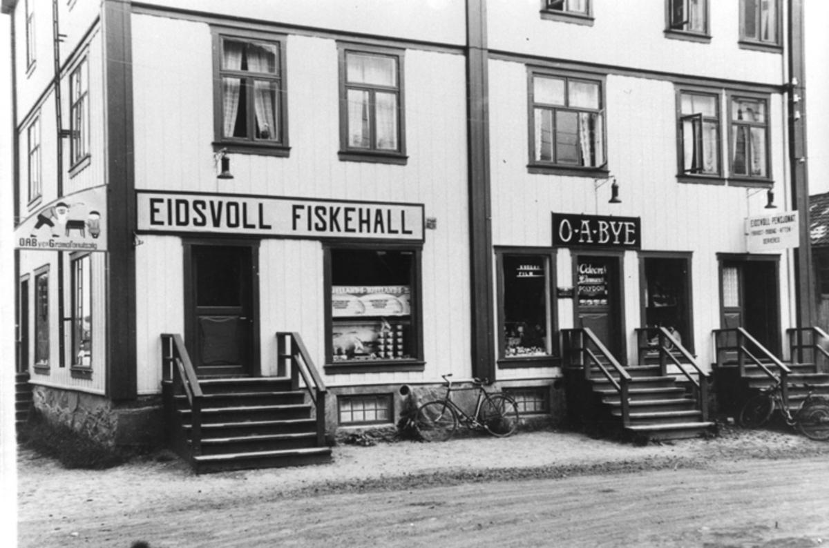 Eidsvoll Fiskehall, O. A. Bye og Eidsvoll Pensjonat.