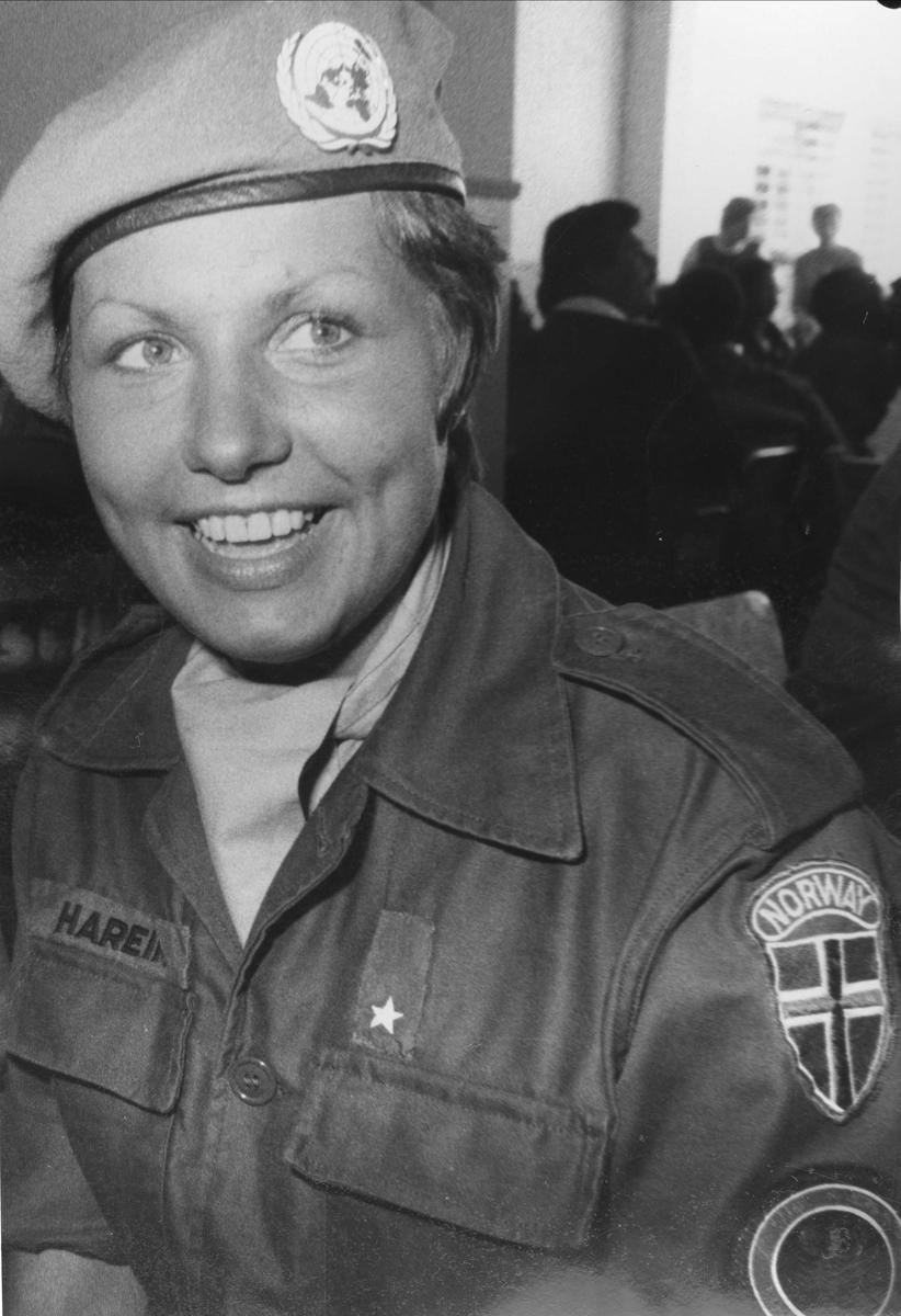 NMC (Norwegian Maintenance Company), det norske verkstedkompaniet i UNIFIL.   Fenrik Wanda Hareim fra Jessheim, her som kompaniassistent.