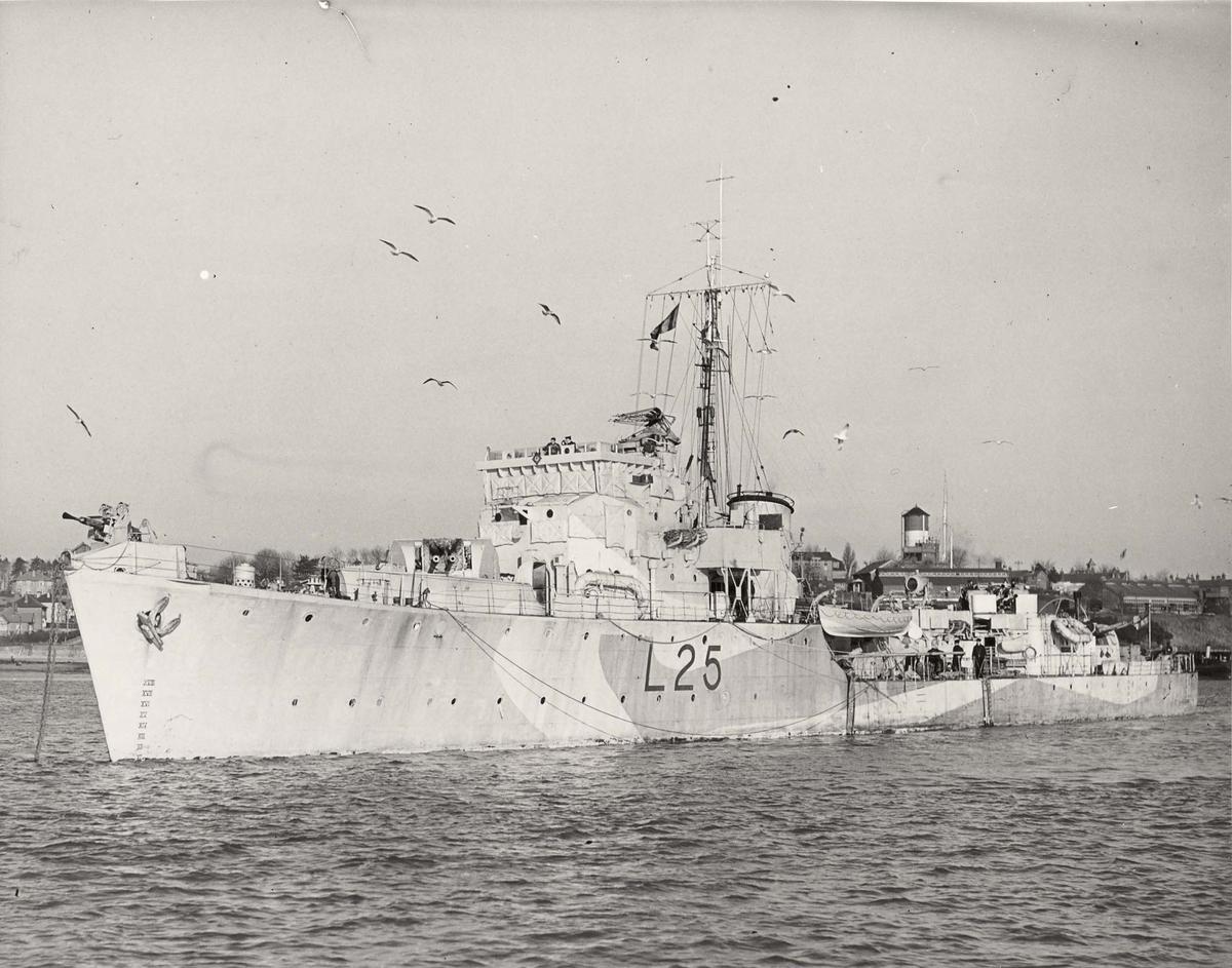 Jager  Hunt-kl. - britisk L25, babord skrått forfra.