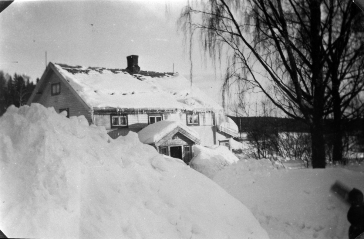 Gardstun, Tørud gård, Ringsaker, vinter med mye snø.